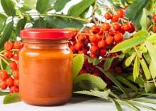 Зимняя радость: варенье из красной рябины — полезные свойства и противопоказания