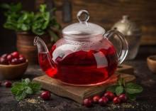 Чай с клюквой: польза и вред от простуды, упадка сил и отёков