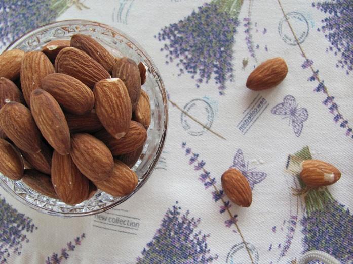 Порция миндальных орехов на неделю