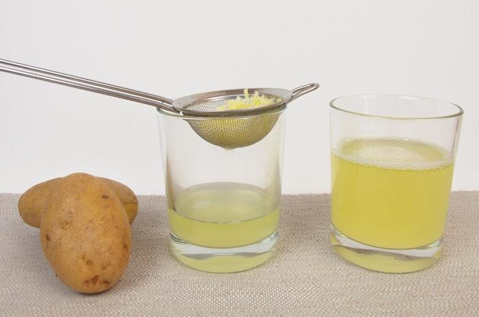 отжим сока из натертого картофеля через сито