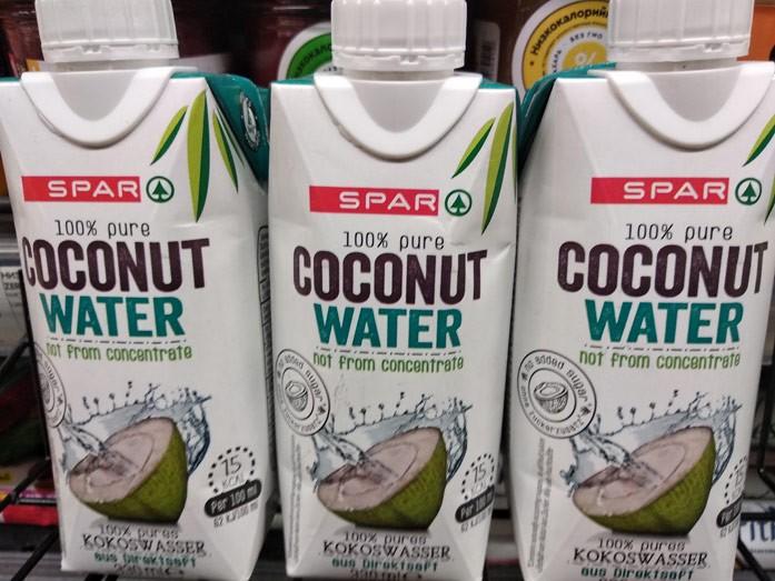100%-я кокосовая вода из магазина Spar