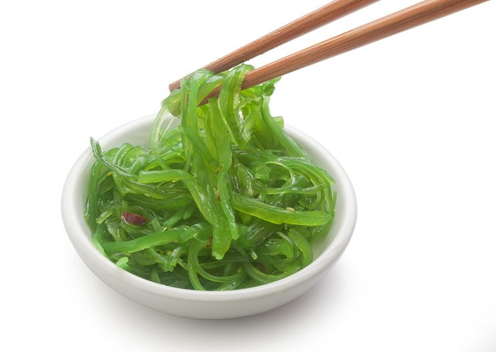 китайский салат чука с палочками