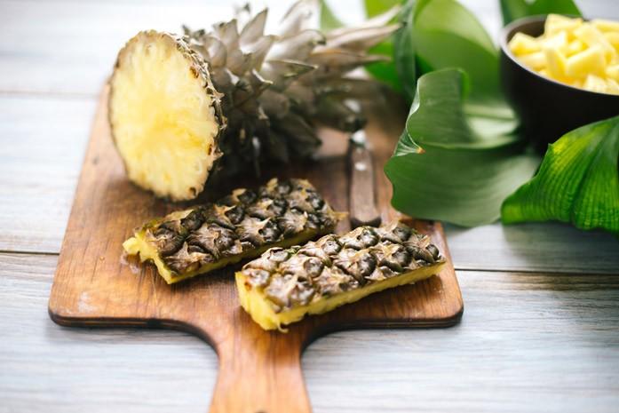 Как правильно очистить ананас