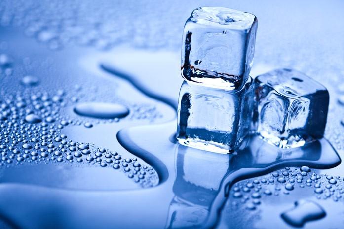 тающие кубики льда