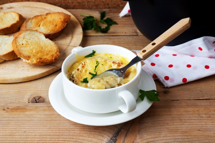 суп из Франции с луком и крутонами