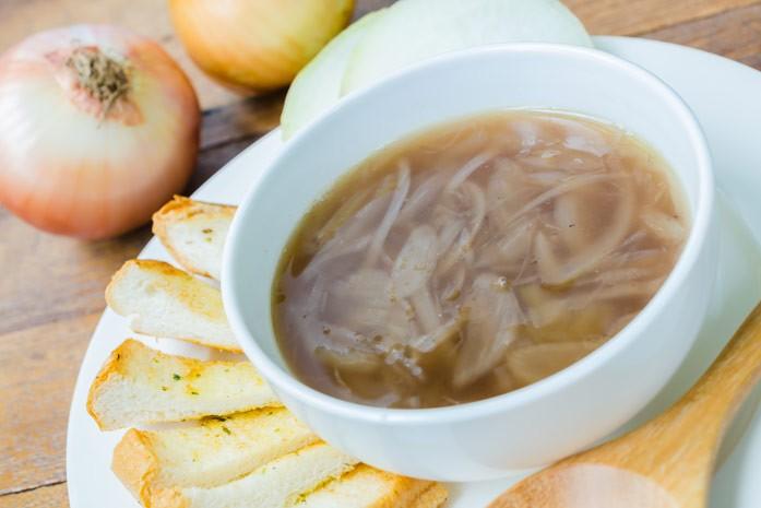 тарелка лукового супа
