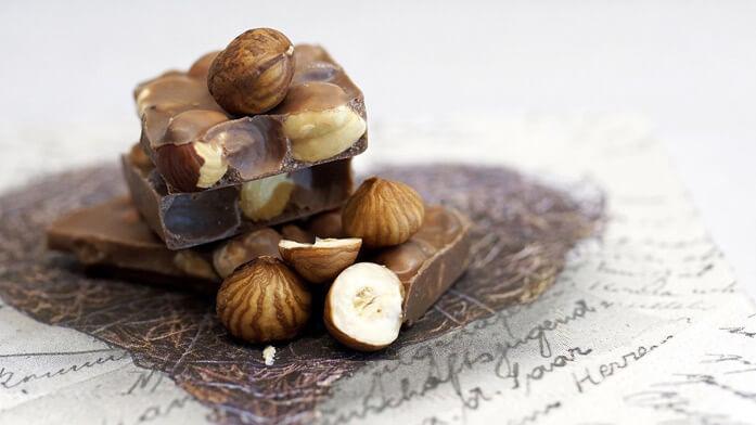 шоколад с цельным фундуком
