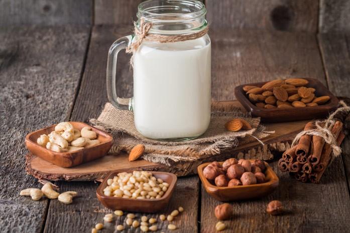 Чем полезно кедровое молочко