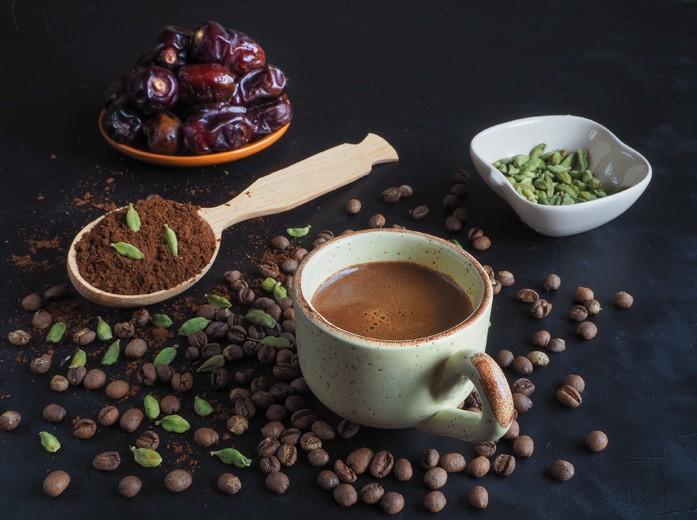 Традиционный арабский кофе с зелёным кардамоном