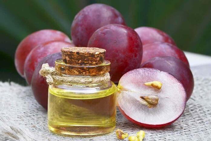 масло виноградной косточки и красный виноград
