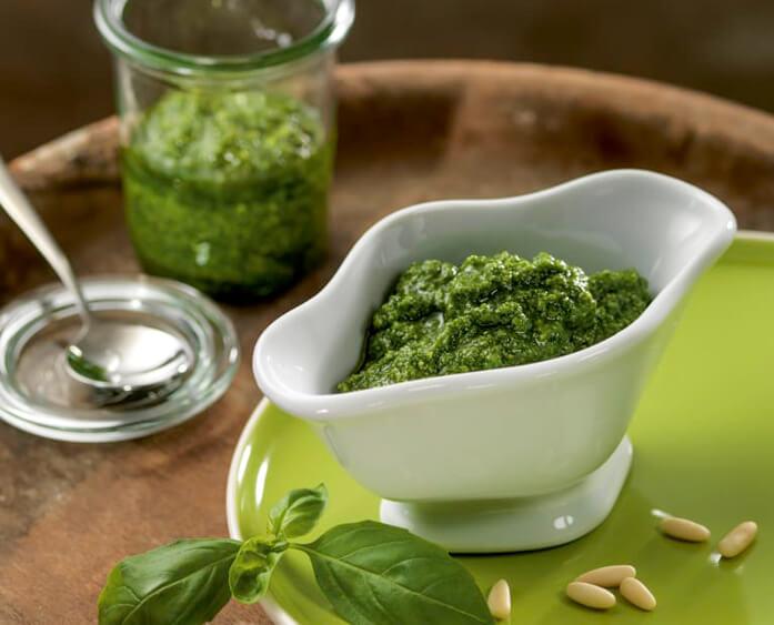 зеленый соус песто